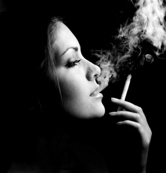 Фото девушки курят фото 31-118