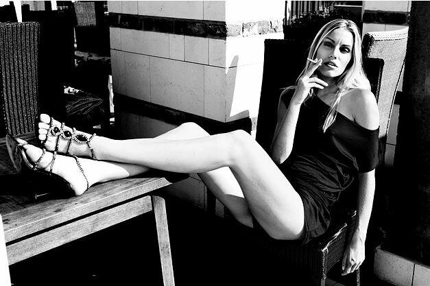 Фото с девушками с сигаретами